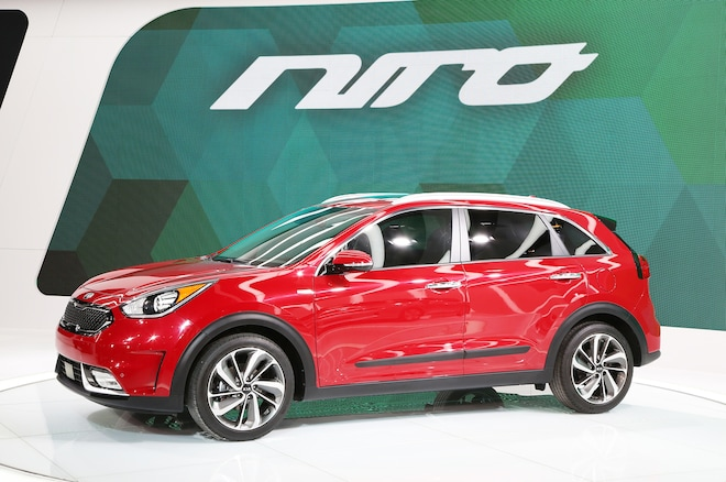 2017 Kia Niro Hybrid Front Three Quarter 1