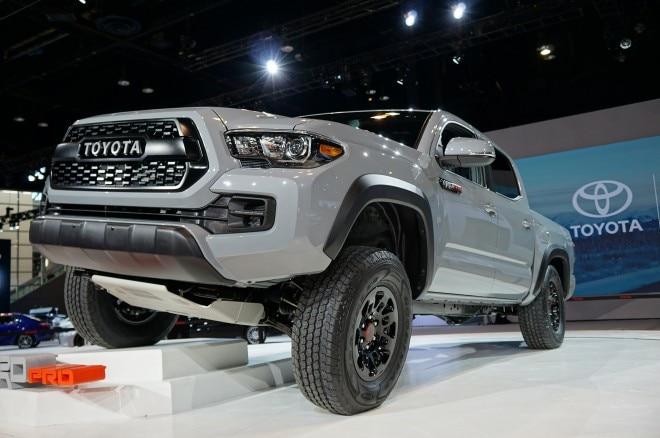 2017 Toyota Tacoma TRD Pro front three quarters