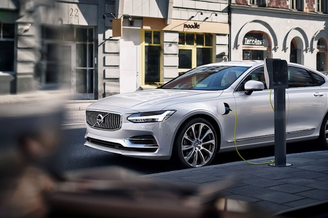 2017 Volvo S90 T8 Charging