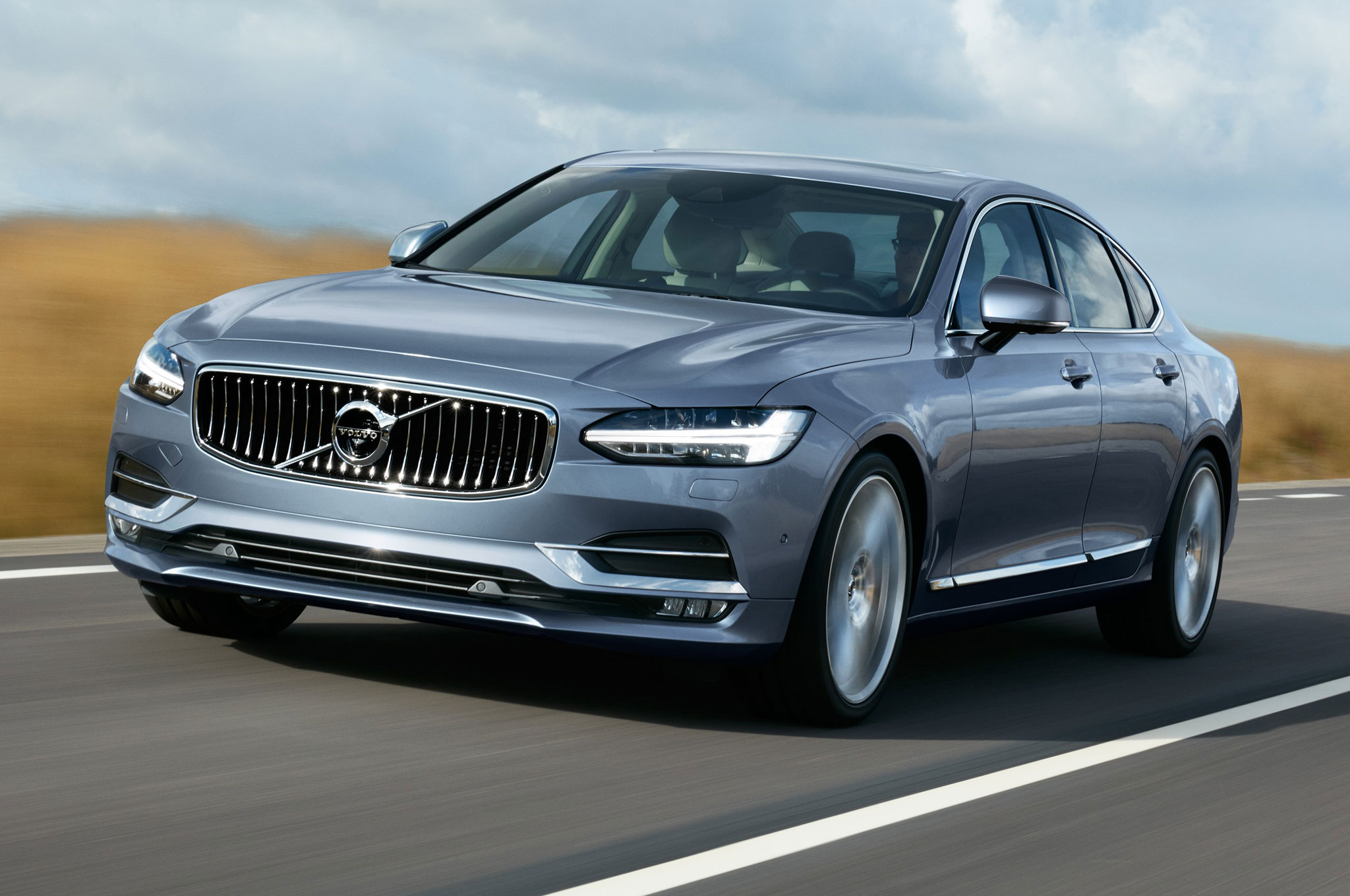 2017 Volvo S90 front view in motion 1