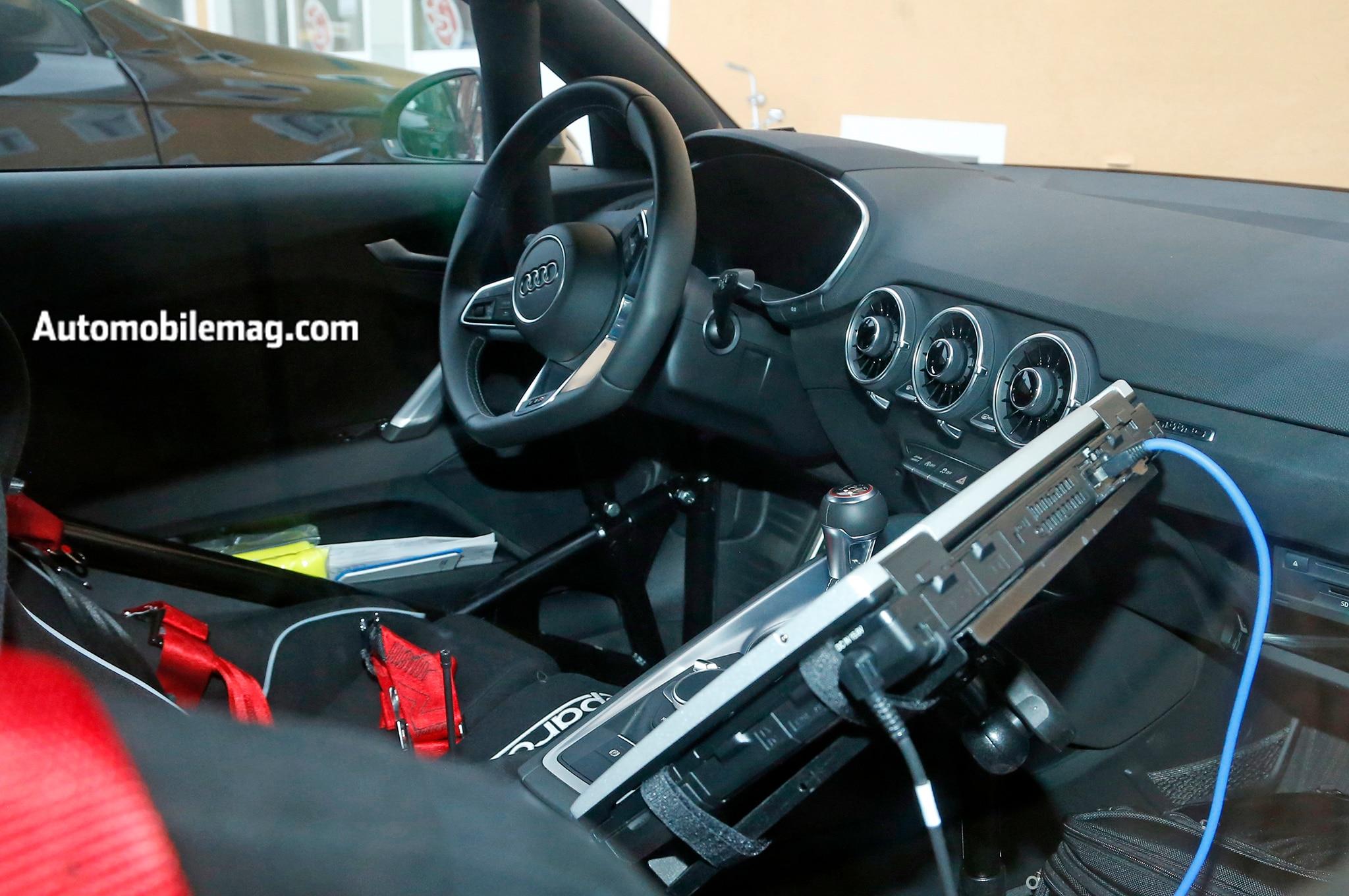Audi TT RS Spyshot interior