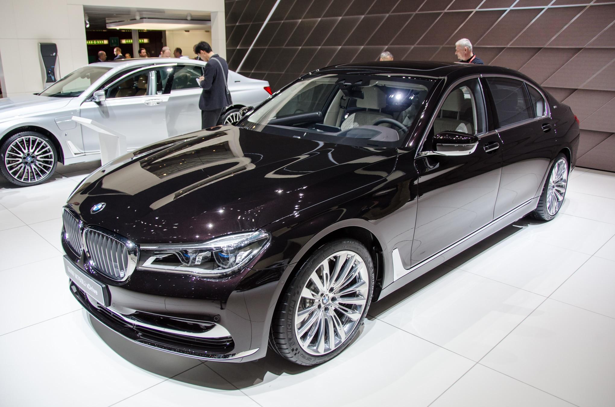 2017 BMW M760i XDrive Front Three Quarter