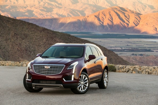 2017 Cadillac XT5 front three quarter 03