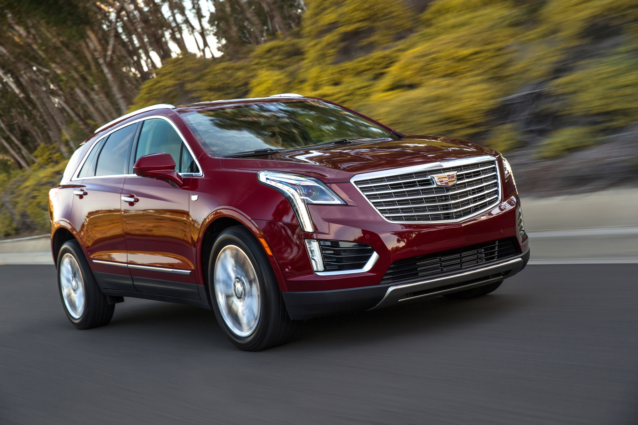 2017 Cadillac XT5 Front Three Quarter In Motion 02