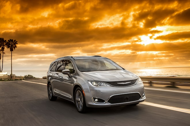 2017 Chrysler Pacifica Limited Front Three Quarter In Motion 03