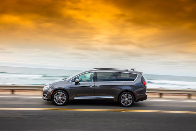2017 Chrysler Pacifica Limited Side In Motion 02