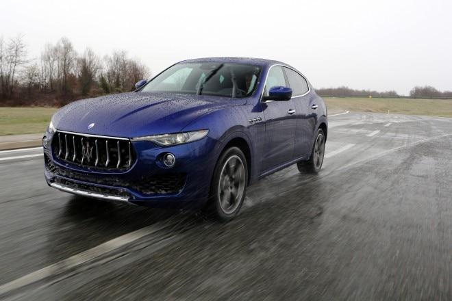 2017 Maserati Levante front three quarter in motion 04 1