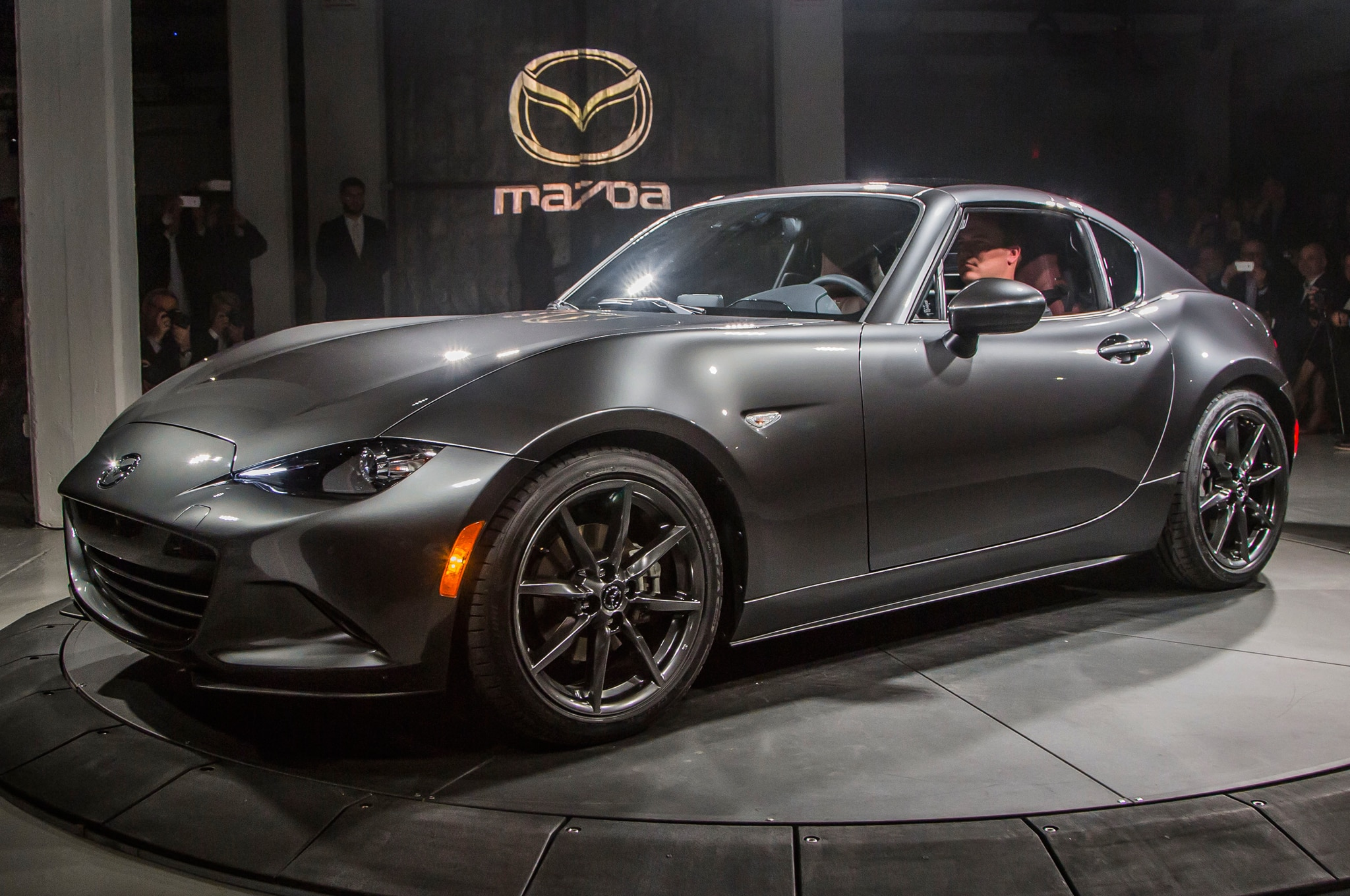 2017 Mx 5 Rf >> 5 Things To Know About The 2017 Mazda Mx 5 Miata Rf Automobile