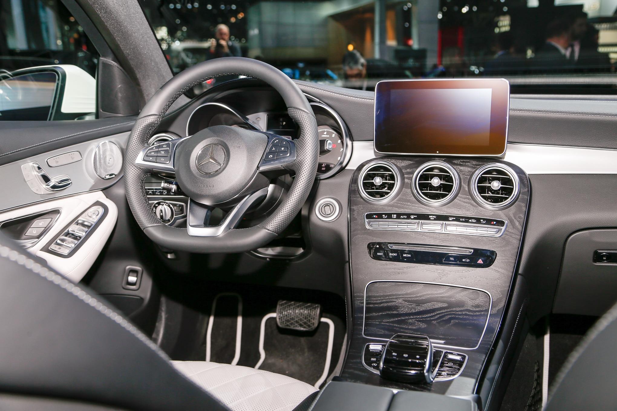 https://st.automobilemag.com/uploads/sites/11/2016/03/2017-Mercedes-Benz-GLC-coupe-interior-02.jpg