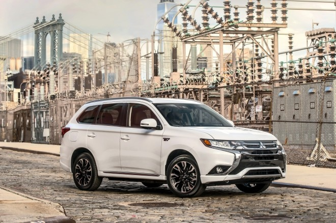 2017 Mitsubishi Outlander PHEV front three quarter 02