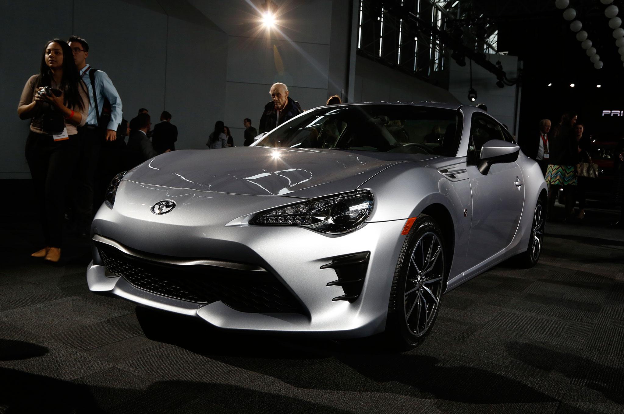 2017 Toyota 86 Front Three Quarter 03