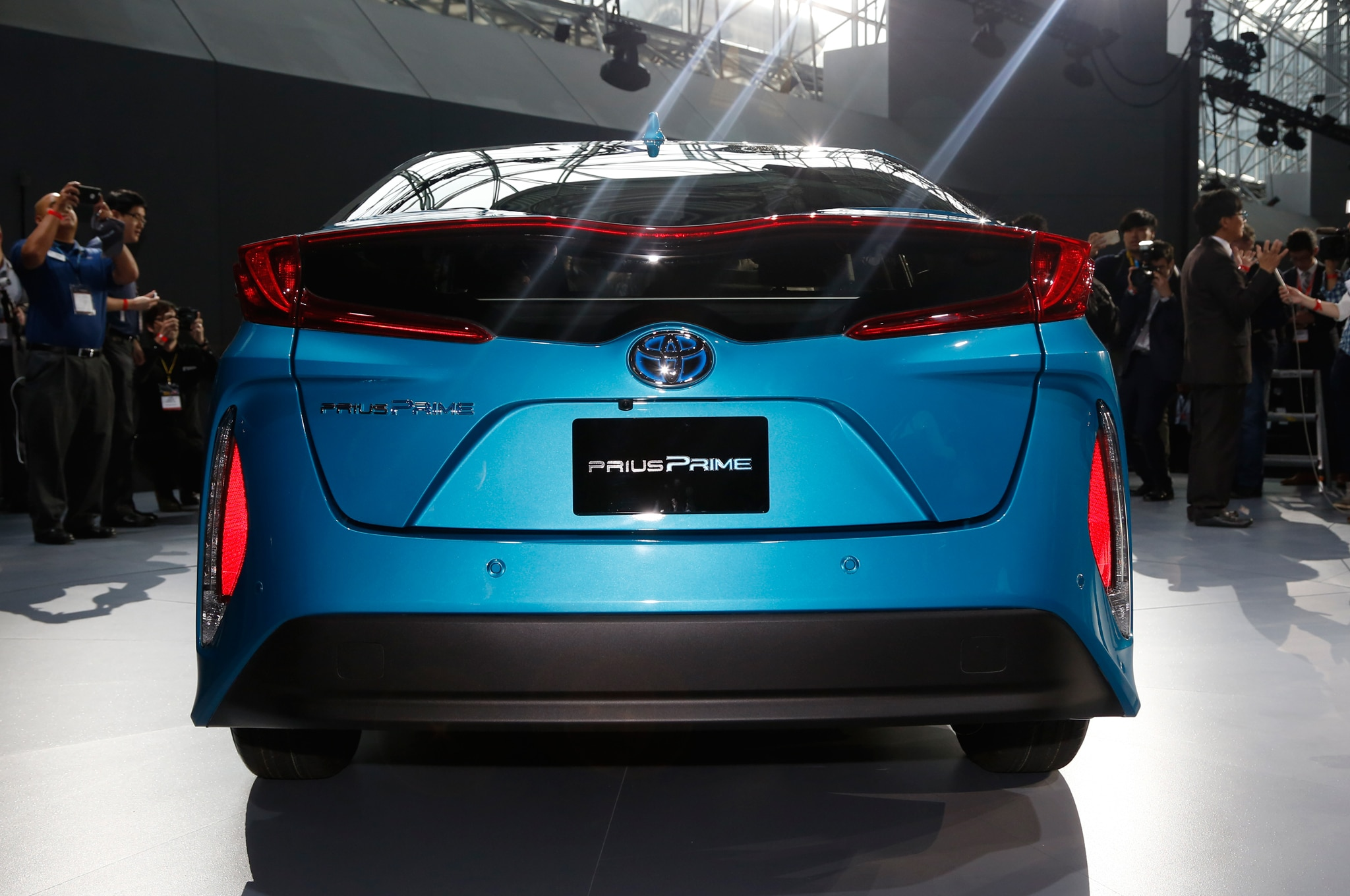 2017 toyota prius prime plug in hybrid debuts at new york show. Black Bedroom Furniture Sets. Home Design Ideas