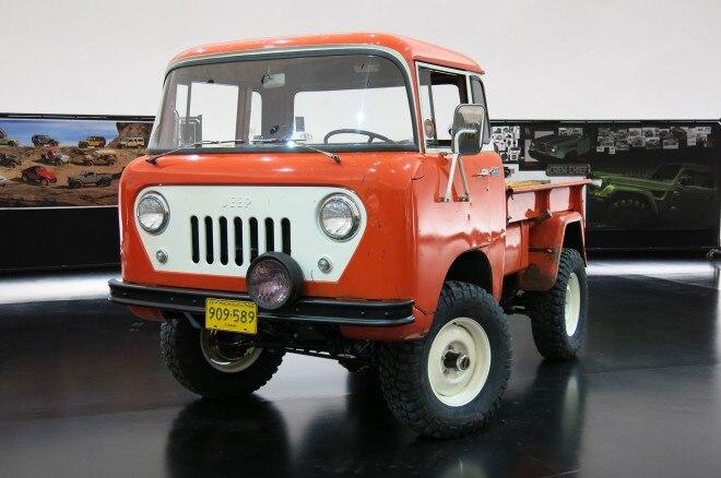 Jeep FC 150 concept front three quarter 02