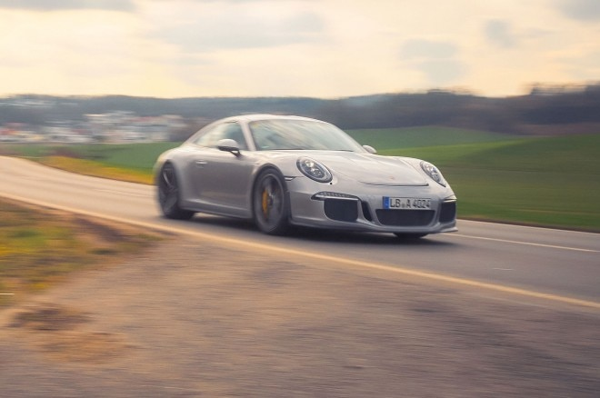 Porsche 911R front three quarter in motion 25