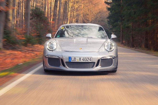 Porsche 911R front view in motion 14