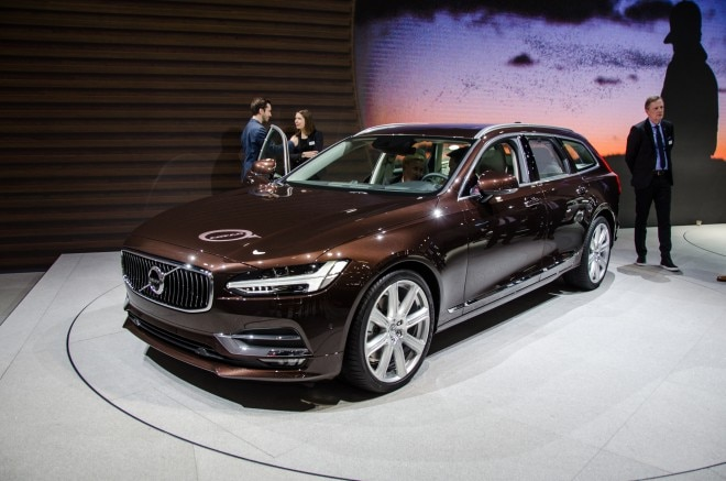 Volvo V90 front three quarters
