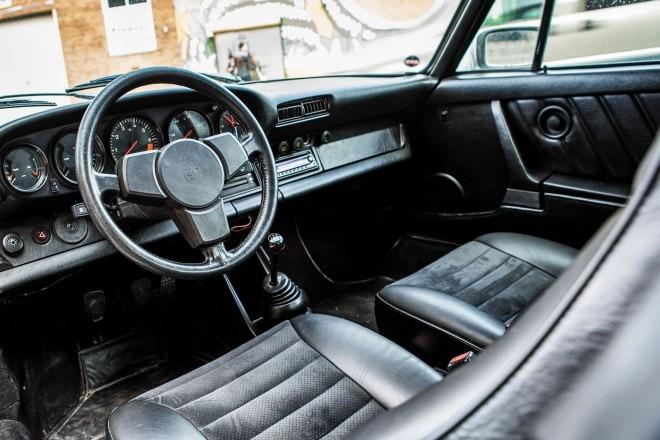 1982 Porsche 911SC cabin 01