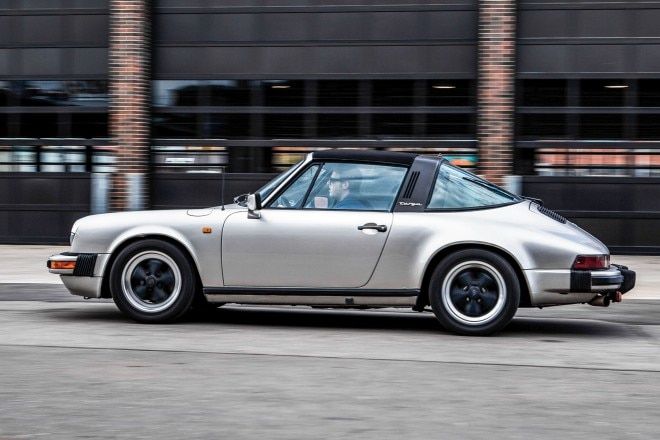 1982 Porsche 911SC side profile in motion 01