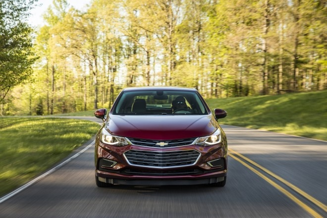 2016 Chevrolet Cruze front end in motion 03