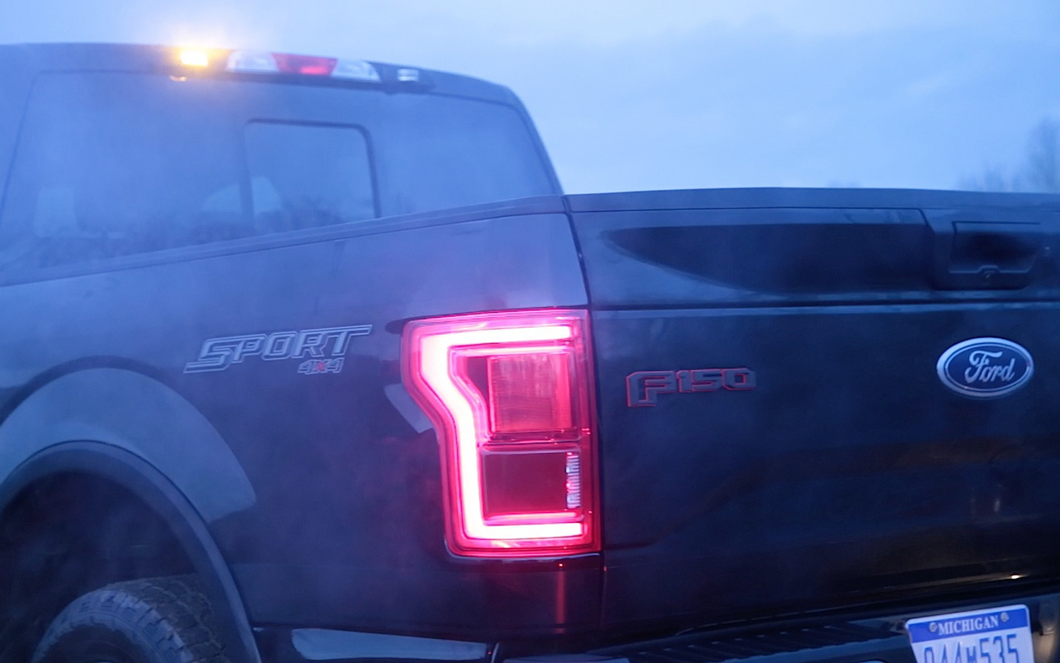 2015 Ford F 150 Regular Cab >> 2016 Ford F-150 Adds Built-In LED Strobe Lights for Fleet ...
