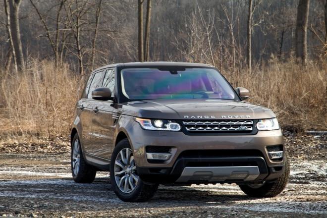 2016 Land Rover Range Rover Sport HSE Td6 front three quarter 04