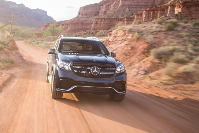 2017 Mercedes AMG GLS63 front view in motion 05