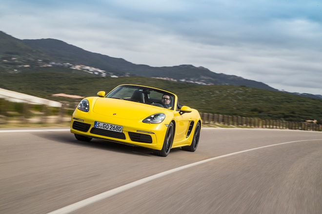 2017 Porsche 718 Boxster Front Three Quarters In Motion 02