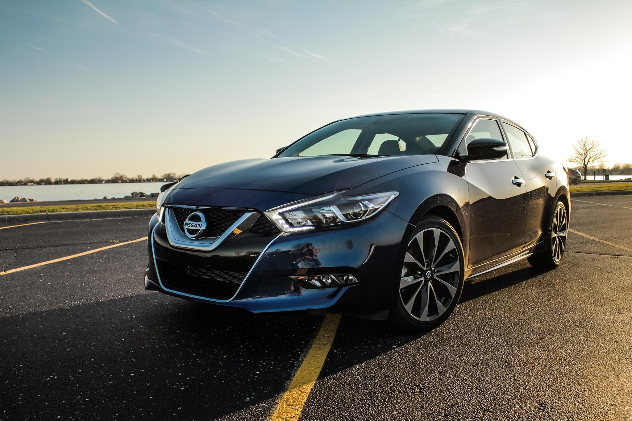 2016 Nissan Maxima SR – A Boulevard Cruiser That Eats Up Miles