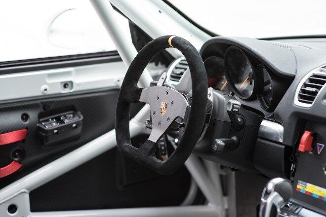 2016 Porsche Cayman GT4 Clubsport cabin 02