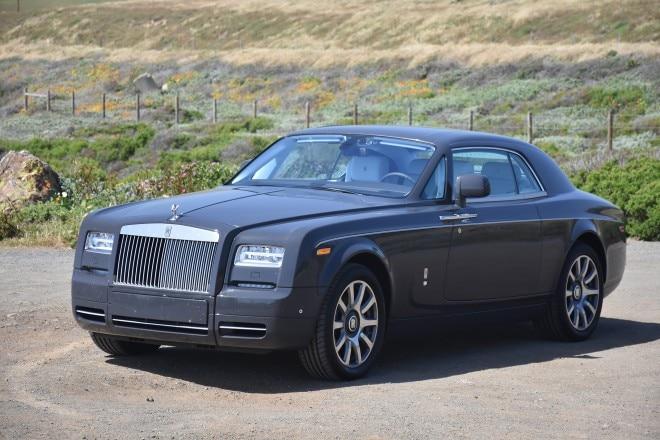 2016 Rolls Royce Phantom Coupe front three quarter 05