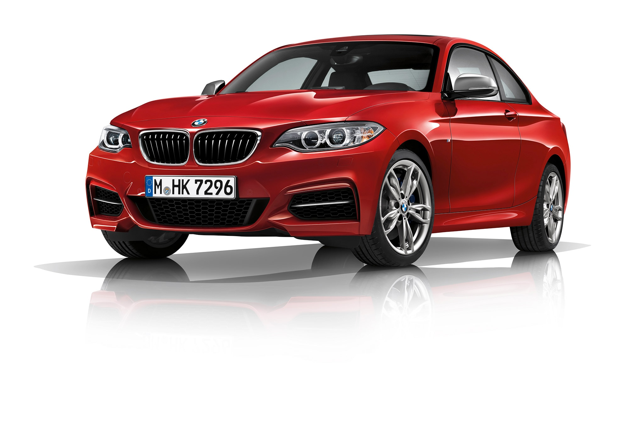 2017 BMW M240i Coupe Front Three Quarters 1