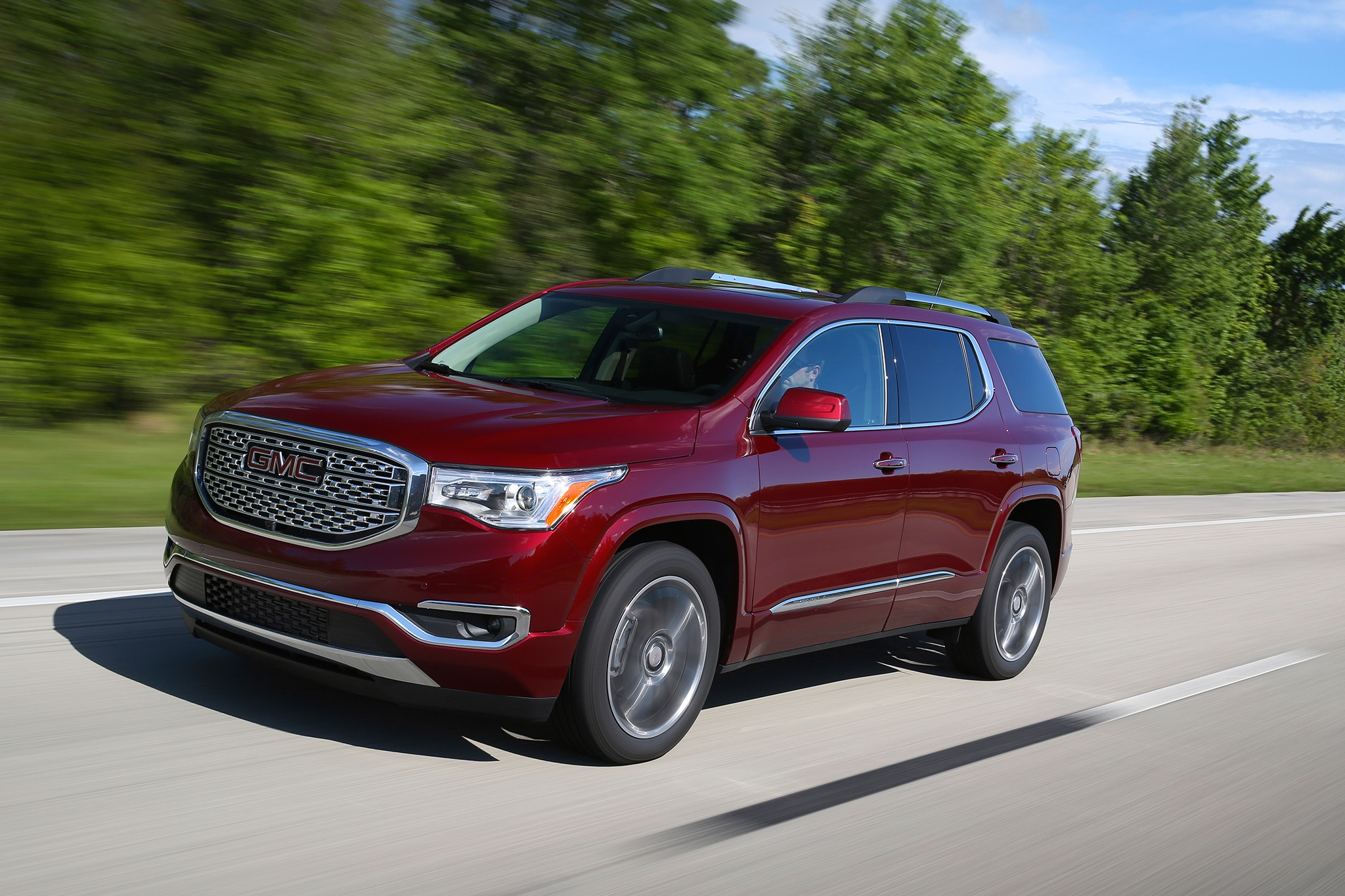 2017 GMC Acadia Front Three Quarter In Motion 04