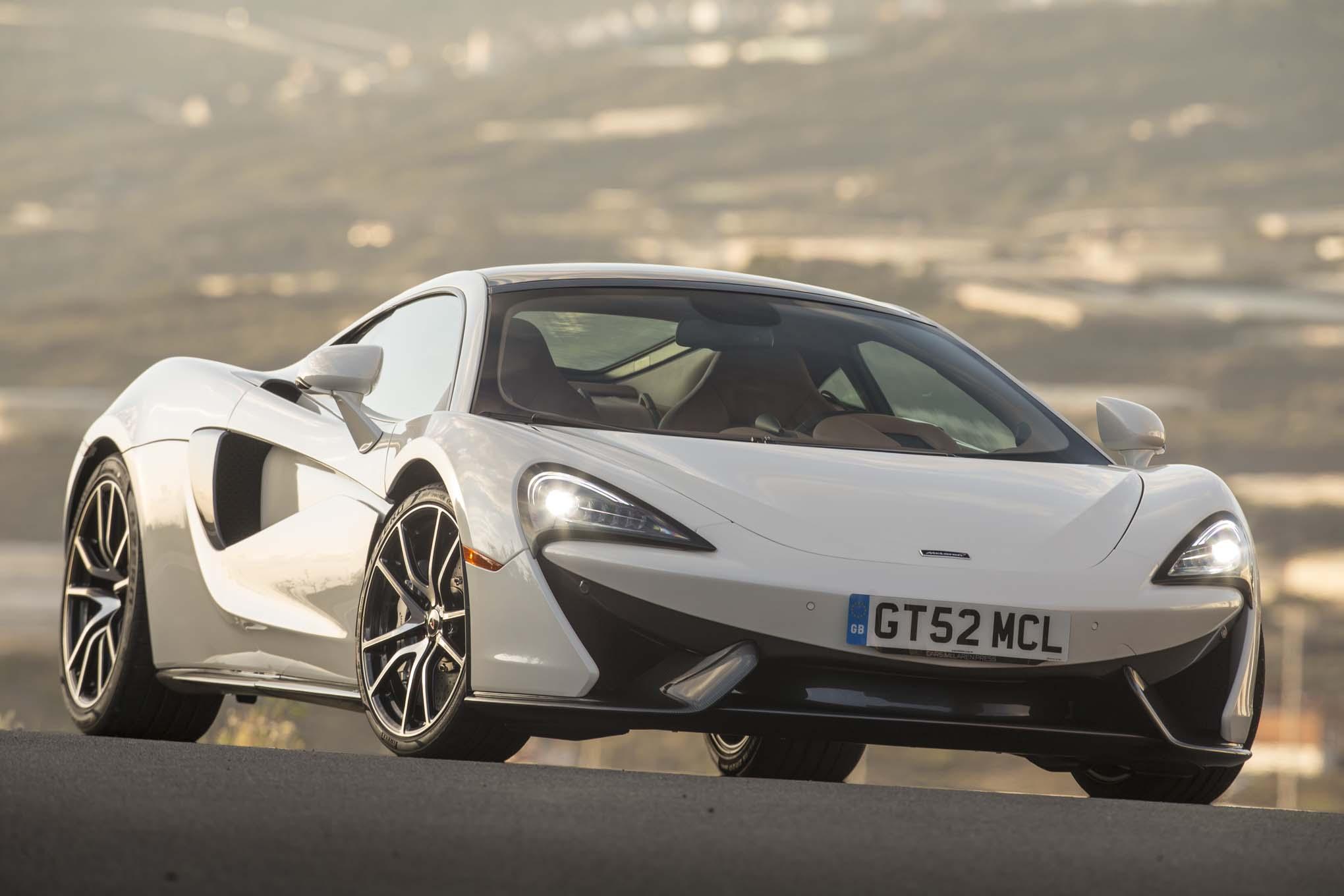 https://st.automobilemag.com/uploads/sites/11/2016/05/2017-McLaren-570GT-front-three-quarter-headlight.jpg