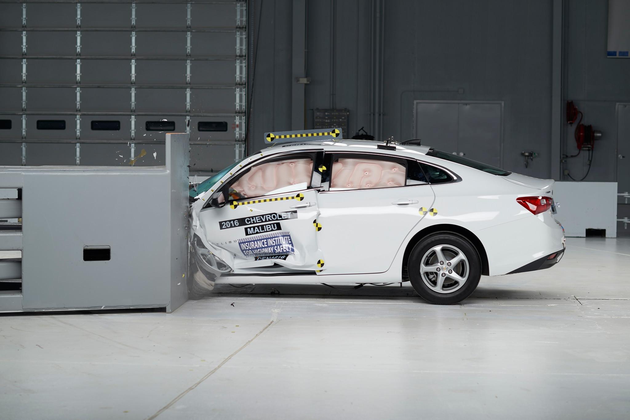 2016 Chevrolet Malibu IIHS Testing Side Profile Crash