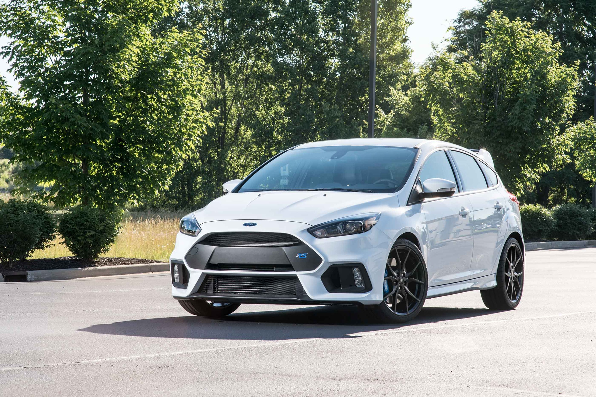 2016 Ford Focus RS Front Three Quarter 02
