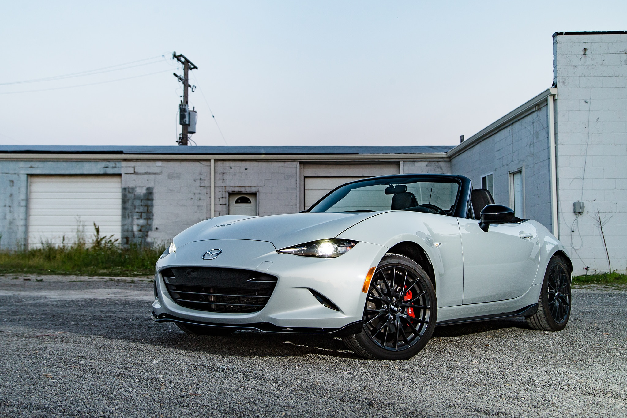2016 Mazda MX 5 Miata Front Three Quarter 03