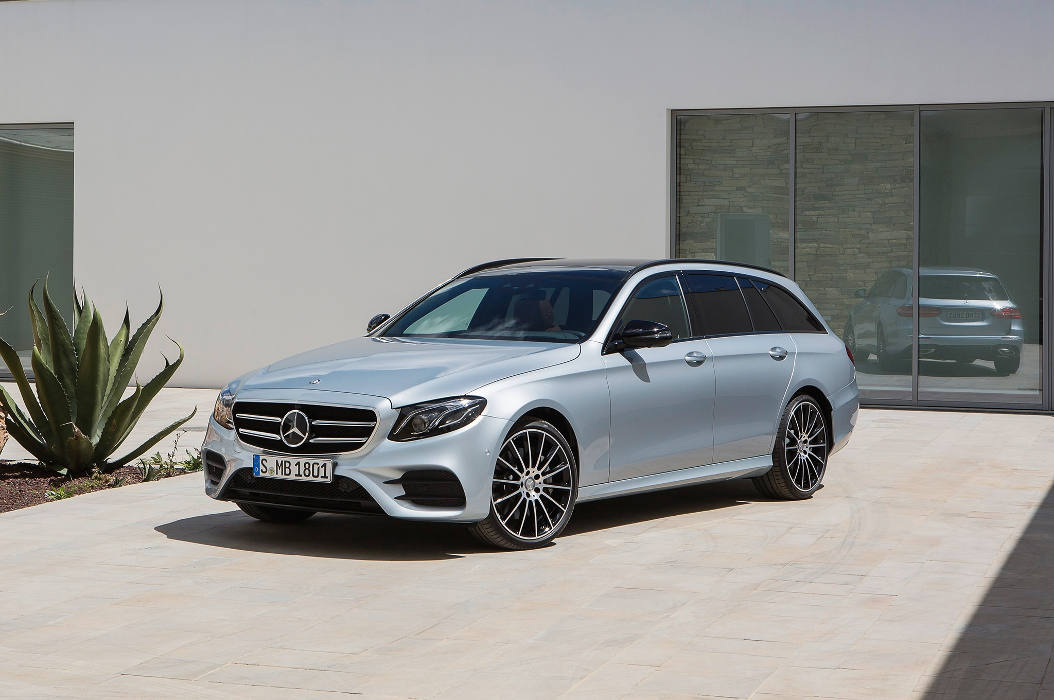 2017 Mercedes Benz E400 4Matic Wagon Front Three Quarters