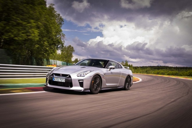 2017 Nissan GT R front three quarter in motion 13