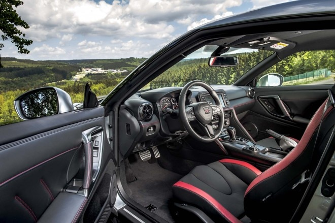 2017 Nissan GT R interior view 02 2