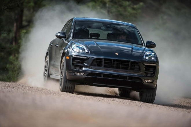 2017 Porsche Macan GTS front three quarters in motion 02
