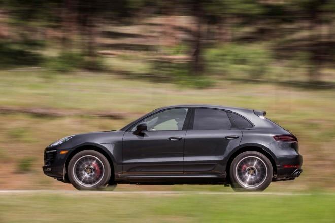2017 Porsche Macan GTS side in motion 02
