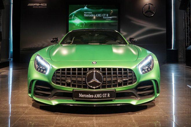 2018 Mercedes AMG GT R front end 1