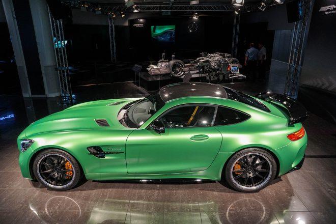 2018 Mercedes AMG GT R side profile 03