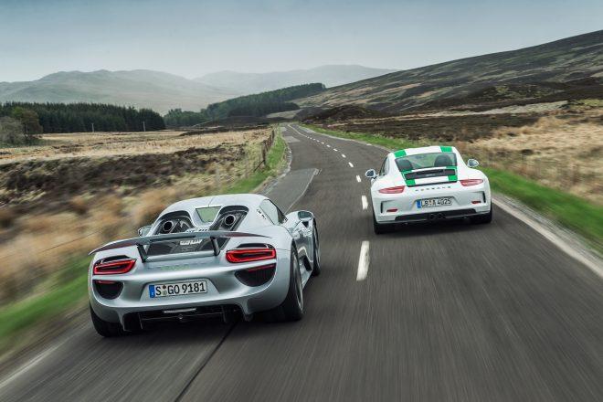 2016 Porsche 911 R vs Porsche 918 Spyder 14