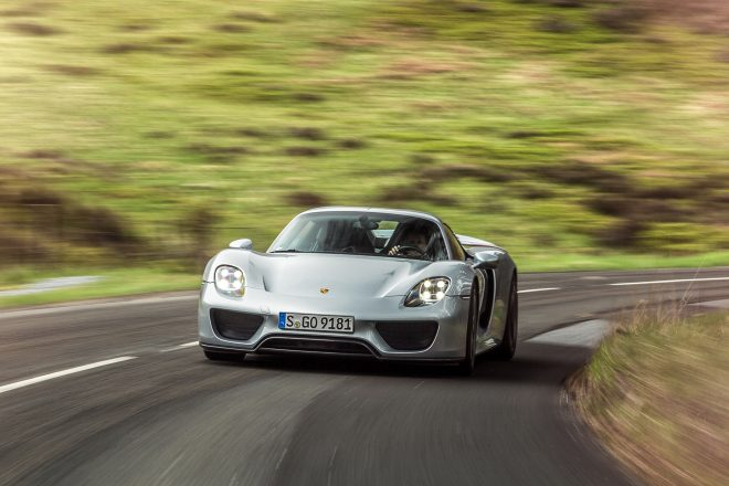 2016 Porsche 918 Spyder front view in motion 03