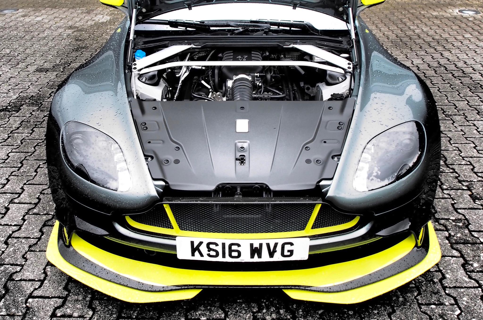 Aston Martin V8 Vantage Gt8 And V12 Vantage S Track Drive