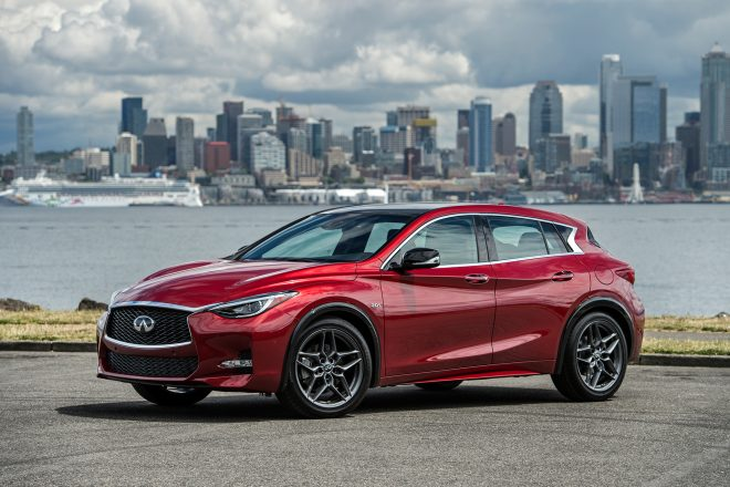 2017 Infiniti QX30 front three quarter 03