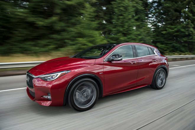 2017 Infiniti QX30 front three quarter in motion 01