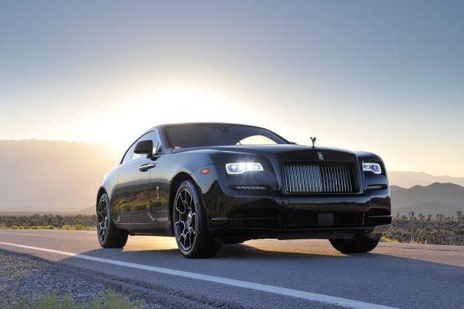2017 Rolls Royce Wraith Black Badge front three quarter 04
