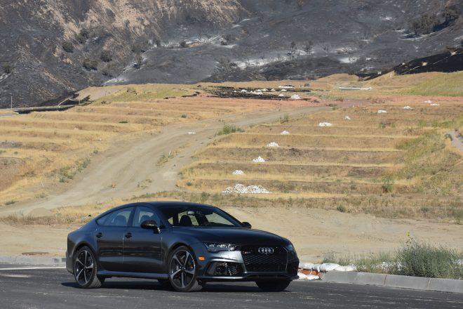 2016 Audi RS7 Performance front three quarter 02